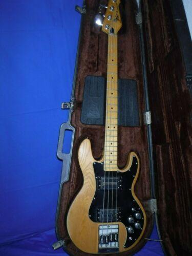 Peavey T-40 Vintage Bass Guitar w/ peavey case