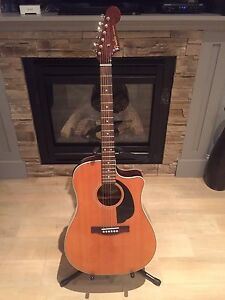 Almost new Fender Sonoran SCE Acoustic Electric