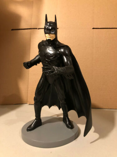 BATMAN STATUE WARNER BROS DC COMICS