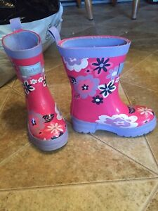 Girls size 6-7 shoes and boots.