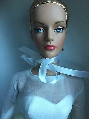 "Tonner Tyler 16"" 2004 Show Stopping Sydney Chase Doll Dressed Fashion Doll NRFB"