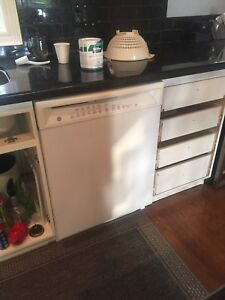 GE profile stove and GE max dishwasher. Working order.