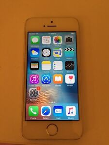 Mint unlocked iPhone 5s silver
