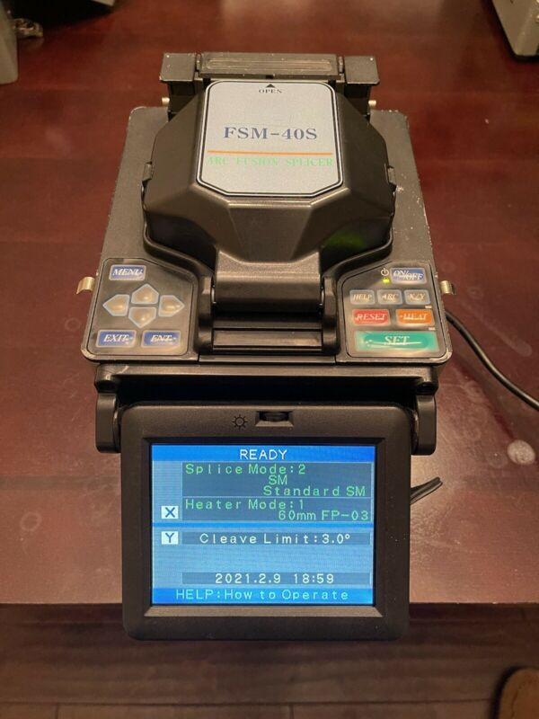 Fujikura FSM40S Optical Fiber Fusion Splicer