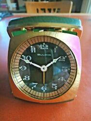 Vintage BULOVA WIND UP MECHANICAL TRAVEL ALARM BEDSIDE DESK CLOCK & CASE EXC