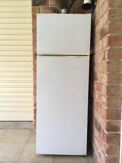 Fridge Freezer 221L Westinghouse - Good condition