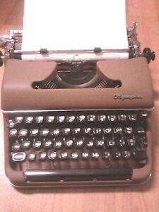 Rare-Vintage-Olympia-typewriter-Werke-AG-Wilhelmshaven-made-in-western-germany