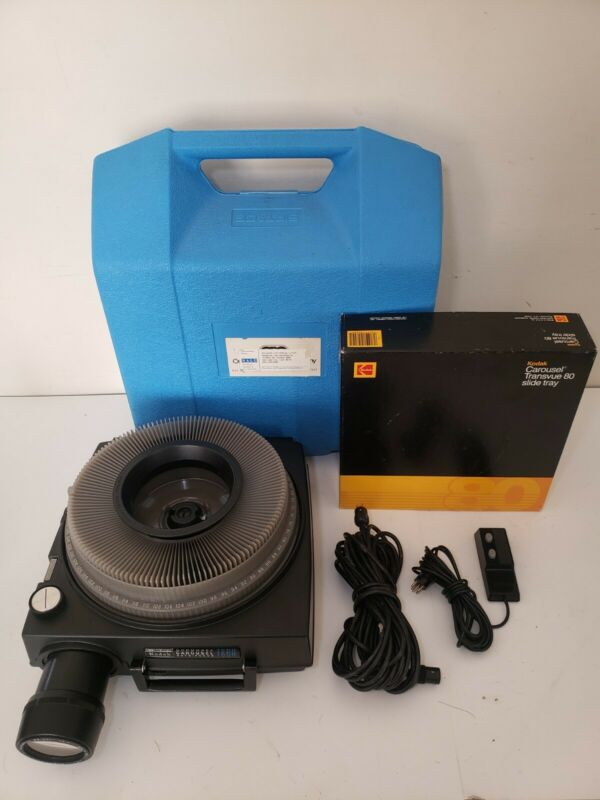Kodak 760H Carousel Slide Projector - Auto Focus - Zoom Lens, Remote, Hard Case
