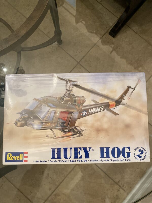 Huey helicopter Marines model kit