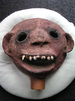 Alte Maske der Shilluk Schilluk auf Kalebasse mit Zähnen Afrika Niloten Lehm
