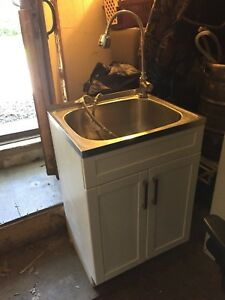Laundry room Sink and faucet