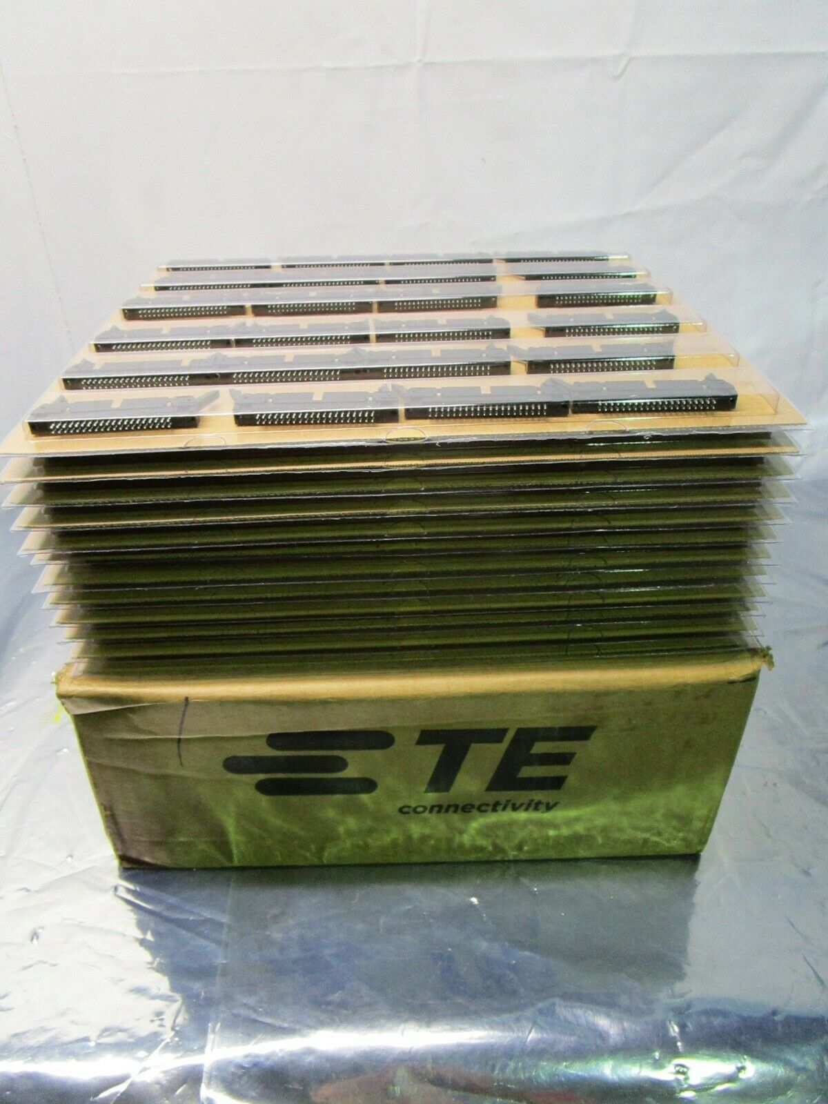 1 Lot of 288 102555 TE connectivity/AMP 5746443-9 Headers & Wire Housings,102555