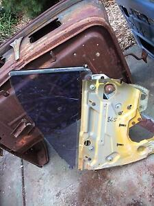 Valiant VF VG coupe rear window winder mechanism Welshpool Canning Area Preview