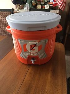 Gatorade 7 Gallon Cooler (excellent condition)