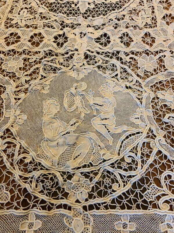 Vintage Antique Figural BELGIAN ZELE Lace Tablecloth Ecru 12 Napkins Figures
