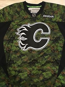 New with tags - CADPAT Calgary Flames hockey jersey size XL