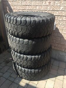 4 Mickey Thompson 37x12.50r17