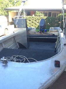 Quintrex side console, 4x4 trailer, 40hp yammy Cairns Cairns City Preview