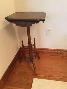 Plant / candle stand walnut table (antique) - Victorian Eastlake
