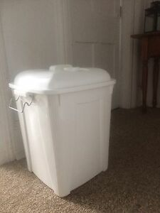 Cloth diaper pail