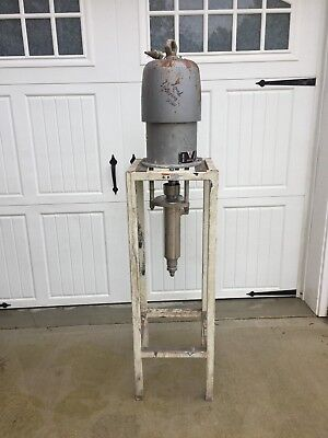 Graco Bulldog Pump 281 On A Stand With A 223-841 Fluid Units Lot1162