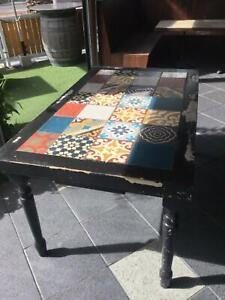 Vintage style table with jatana tiles