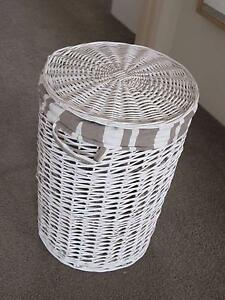 Stylish wicker laundry bin Sutherland Sutherland Area Preview