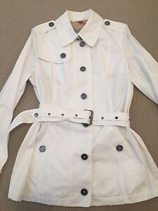 Burberry Authentic Women's Trench Coat Yokine Stirling Area Preview