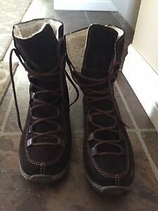 BUNDLE OF NEW WOMANS BOOTS/SHOES NAME BRAND