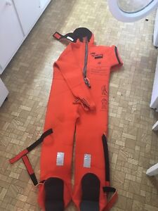 Cold water immersion suit Combinaison pour eau froide