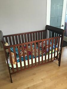 Wooden crib excellent condition