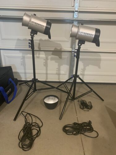 Hensel Integra 500 2 Light Kit w/Case, and Stands