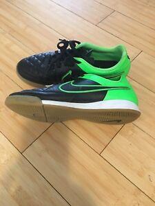 Boys indoor soccer shoe sz 6.5 $20