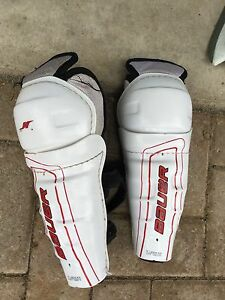Youth Bauer 9 inch 23 cm shin pads