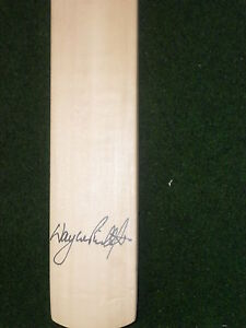 WAYNE-PHILLIPS-SIGNED-MINI-CRICKET-BAT-UNFRAMED-PHOTO-PROOF-C-O-A