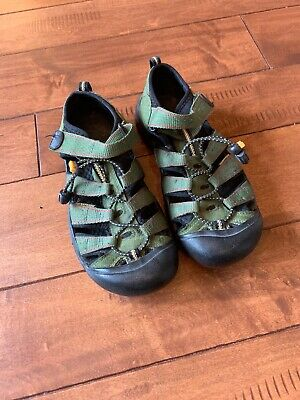 Keen Big Kids Sandals Waterproof Shoes Olive Green Youth Size 4 ()