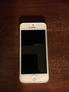 iPhone 5 White 16gb- perfect condition