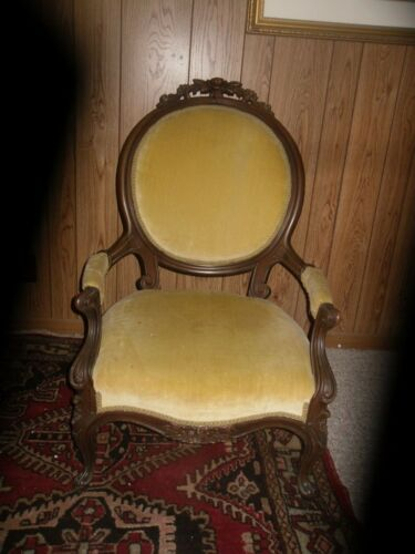 Beautiful Victorian upholstered walnut arm chair, excellent solid shape ca. 1880