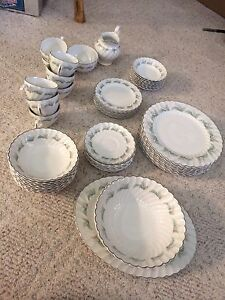 Set of dishes. 8 place setting