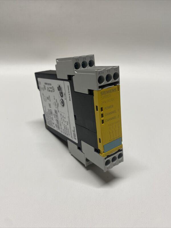 NEW Siemens Sirius 3TK2821-1CB30 Safety Relay
