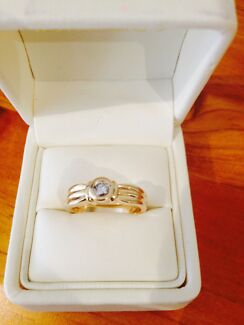 18ct Solid Yellow Gold and Diamond Ring Lakelands Lake Macquarie Area Preview