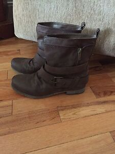 Brown women's boots size 8.5
