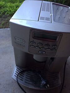 Delonghi magnifica automatic coffee machine Hoppers Crossing Wyndham Area Preview