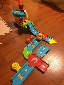 Airport toy/car set