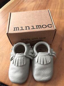 Gently worn baby Mocs -minimoc sz3