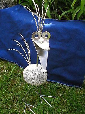 Wilder Steinvogel aus Edelstahl und Granit 40 cm