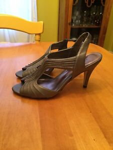 Beautiful peep toe shoes! Like new!