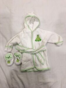 Baby Bath robe and booties. Size 0-9m.