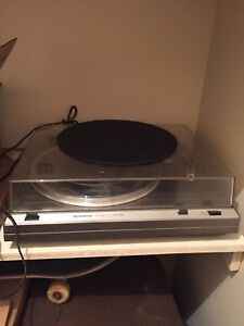 Hitatchi HT-324 Turntable record player