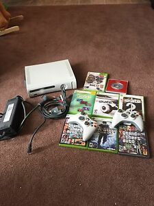 Xbox 360 arcade with 9 games